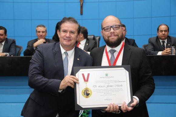 Eduardo Rocha prestigia sessão solene em comemoração ao Dia do Advogado e homenageia Lucas Mochi