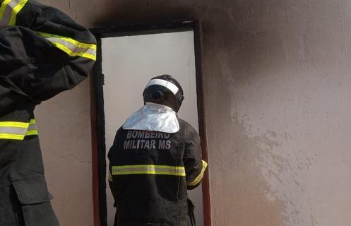 Incêndio em ponto de drogas na Vila Haro mobiliza equipes de Bombeiros de Três Lagoas