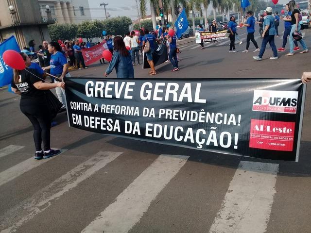 Servidores da Educação realizam paralisação contra reforma da previdência e em defesa da educação pública