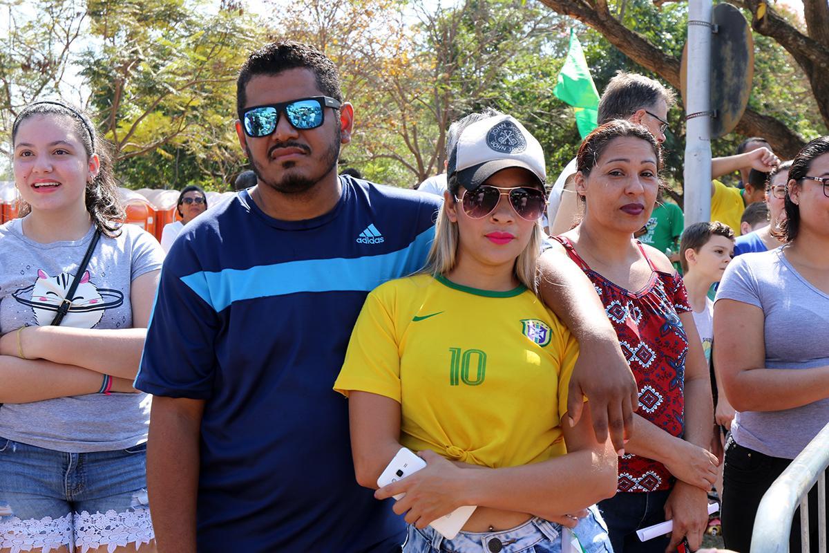 Desfile de 7 de Setembro reúne três-lagoenses na Lagoa Maior