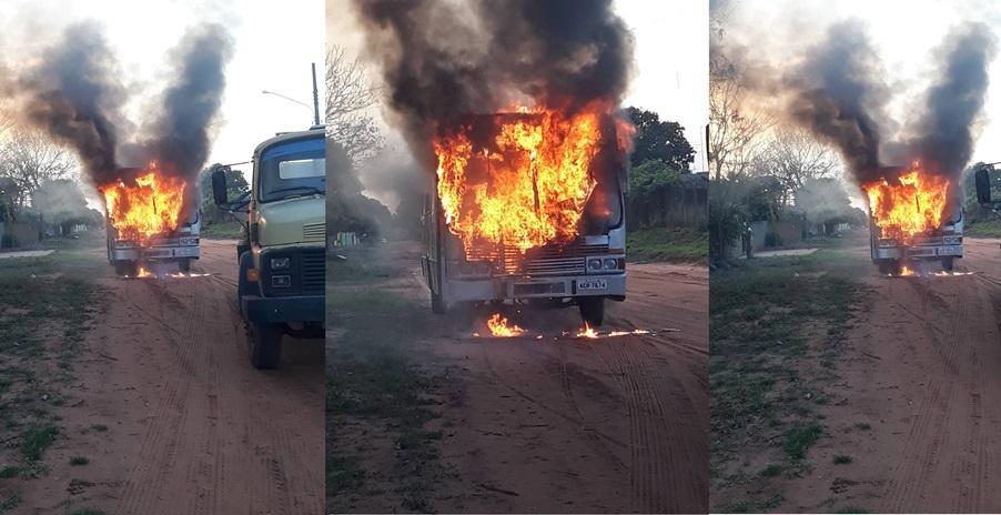 Ônibus escolar da Prefeitura de Ribas do Rio Pardo pega fogo pouco antes de iniciar o transporte