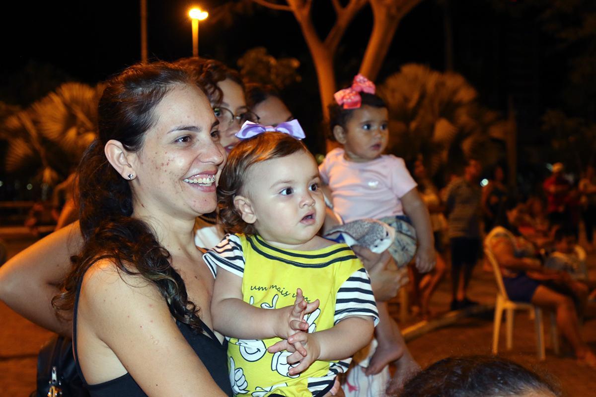 Dia das Crianças: Teatro encantou crianças em Três Lagoas na data especial