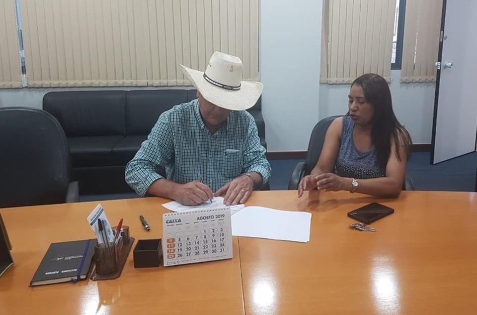 Prefeito vai a Campo Grande para manter a emissão de carteiras de trabalho no Município