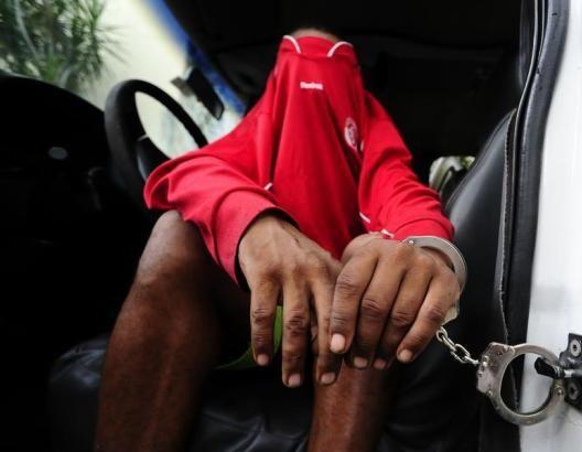 Jovem é preso em flagrante após tentar assaltar clientes de hotel na Av. Ranulpho Marques Leal