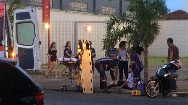 Distração de motociclista causa acidente no centro de Três Lagoas