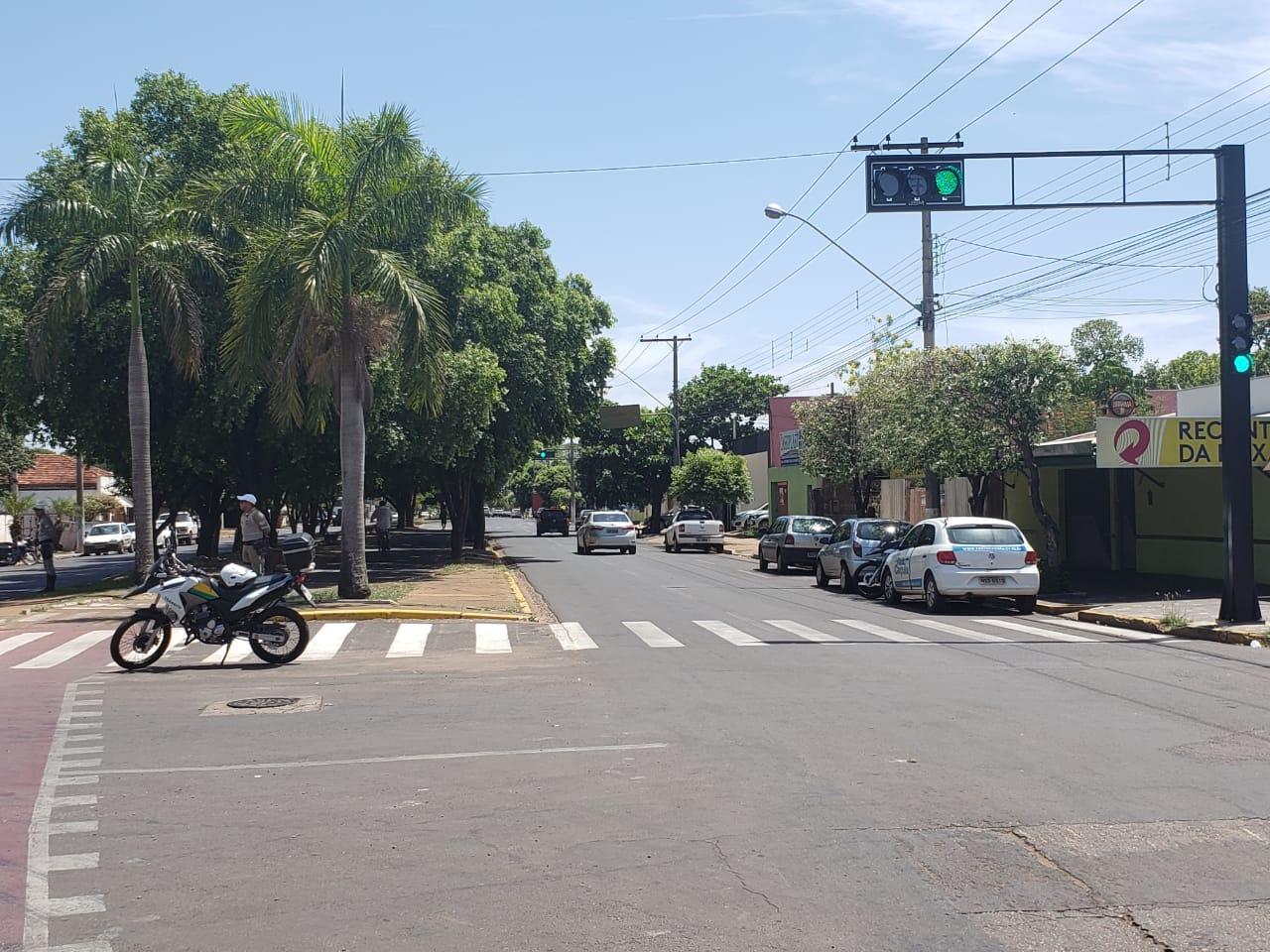 Novos semáforos e faixas de pedestre devem garantir maior segurança no trânsito de Três Lagoas