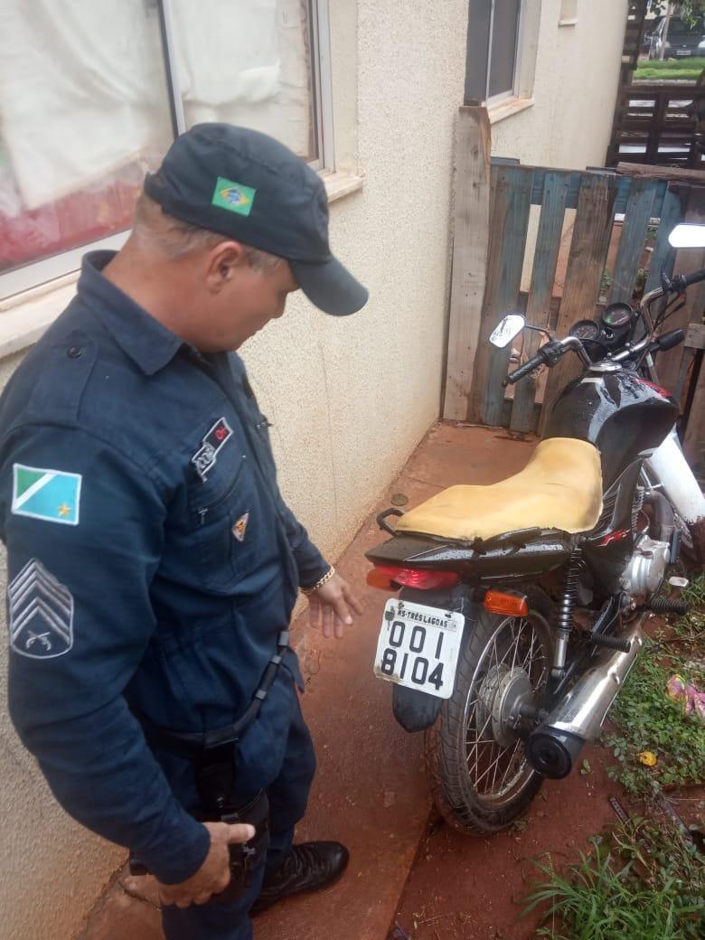 Após denúncia, Polícia Militar recupera moto furtada no Condomínio Tucano