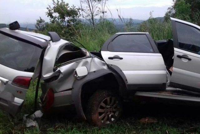 Carreta perde freio, atinge 2 veículos e mata pai e filha em MS