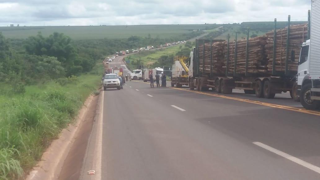 Acidente entre carretas interditou rodovia entre Três Lagoas e Brasilândia
