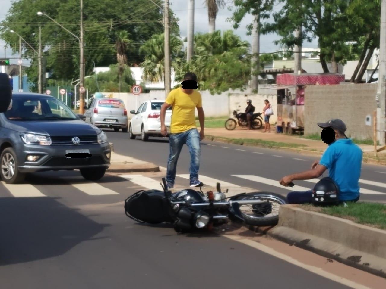 Acidente em avenida de Três Lagoas interdita o trânsito; uma pessoa ficou ferida