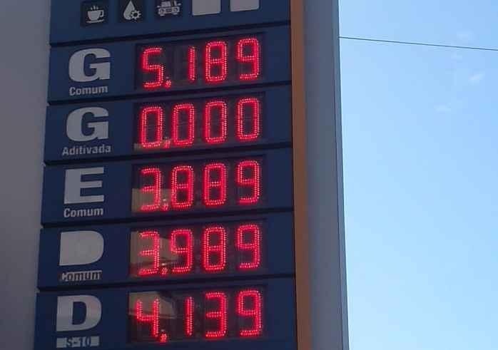 Após aumento de Reinaldo no ICMS, gasolina vai a R$ 5,18 e revolta motoristas
