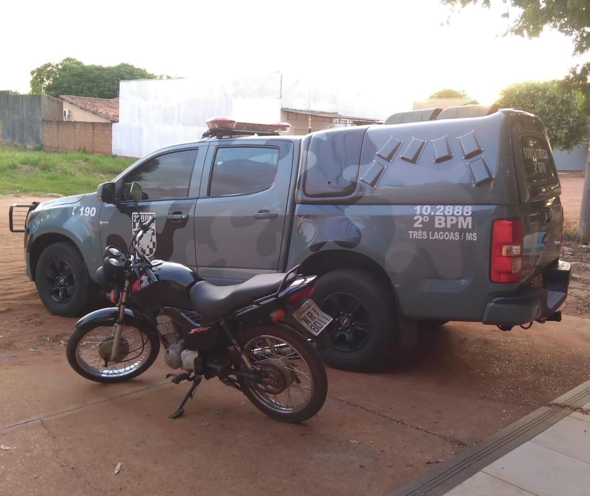 Interno do semiaberto que estava com moto furtada tomava cerveja em bar no momento de sua prisão