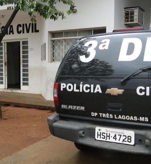 Ex-presidiário apontado por estar vendendo drogas no bar da mãe nega crime e é liberado