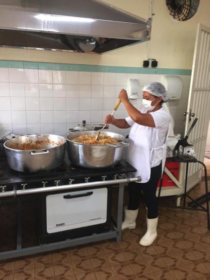 APAE de Três Lagoas distribui 140 marmitas diariamente para alunos em situação de vulnerabilidade