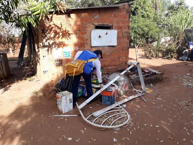 Agentes de Endemias vão de casa em casa para enfrentamento à proliferação do Aedes aegypti