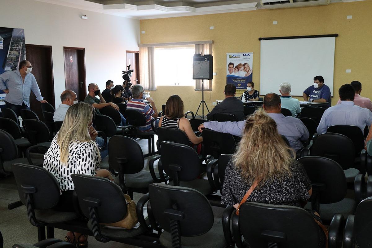 Covid-19: Comitê decide autorizar volta às aulas presenciais somente em 2021
