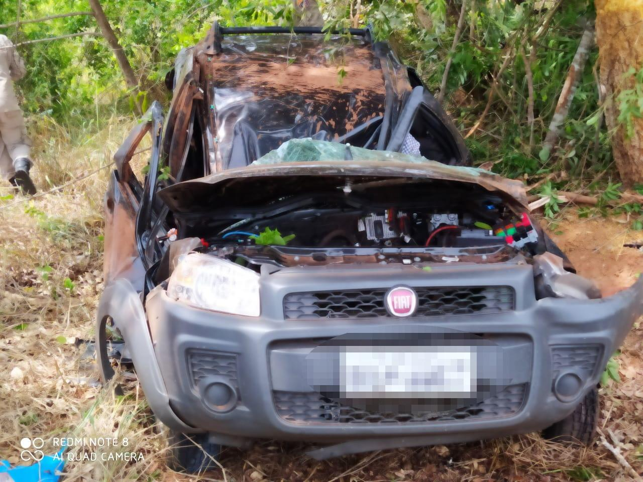 Fiat Strada fica destruída em capotamento na rodovia MS-112, na região de Três Lagoas