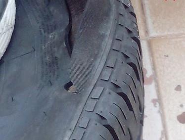 Vigia da prefeitura que está sendo ameaçada tem pneus de carro rasgados com faca