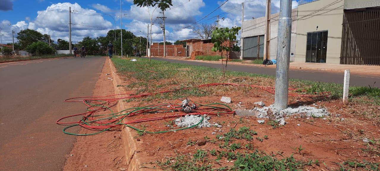 Pela segunda vez em menos de 10 dias, fiação dos postes de LED da Avenida Milton Damaceno sofrem tentativa de furto