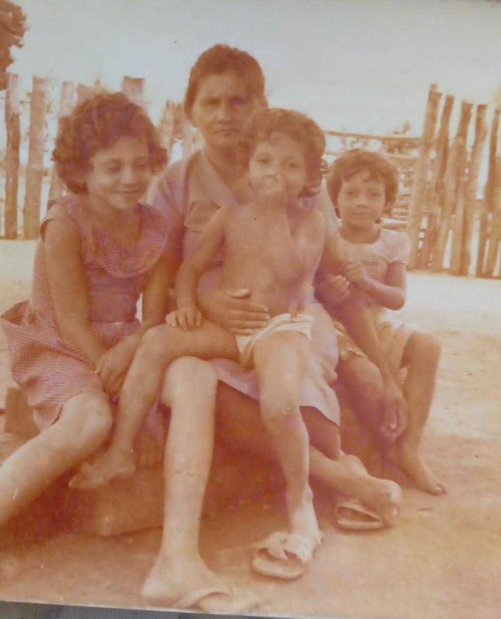 Filhas reencontram pai em MS 39 anos após ele sair de Pernambuco para trabalhar: