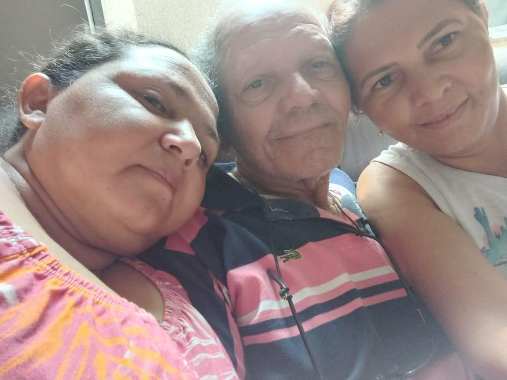 Filhas reencontram pai em MS 39 anos após ele sair de Pernambuco para trabalhar: 'Feliz, feliz demais'