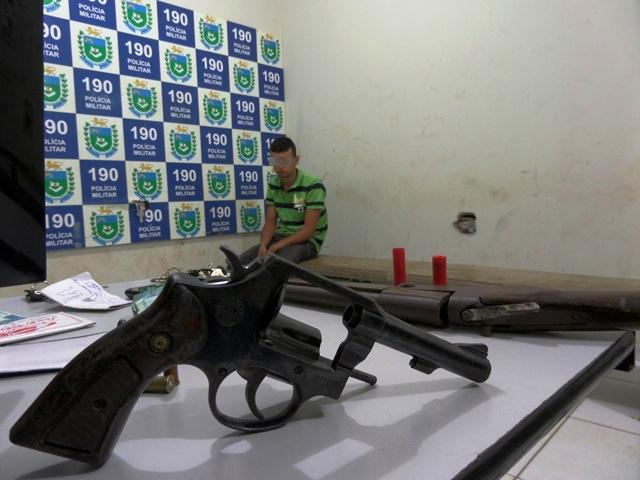 Armas são apreendidas com suspeito depois de perseguição policial