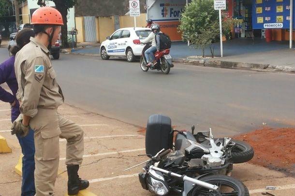 Corpo de Bombeiros atende ocorrência de acidente no centro