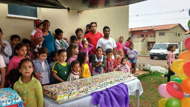Festa das crianças do Novo Oeste teve a distribuição de mais de 100 Kg de bolo