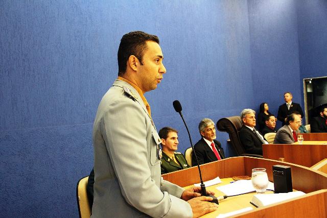 Oficiais da PM e Bombeiro recebem títulos de cidadãos três-lagoense