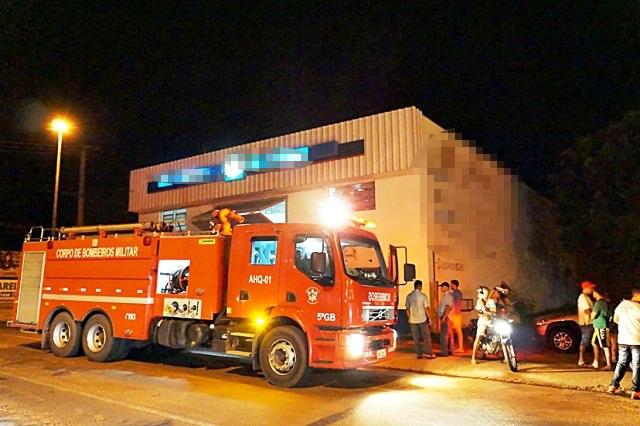 Principio de incêndio em Centro Automotivo é apagado por populares